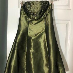 Zum Zum by Niki Livas short olive green dress